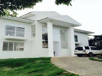 Joelma aluga mansão em condomínio luxuoso em Goiânia