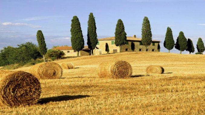 Sob o sol e as belezas da charmosa Toscana
