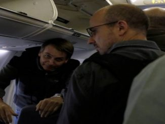 Bolsonaro desembarca no Rio e vai direto para casa