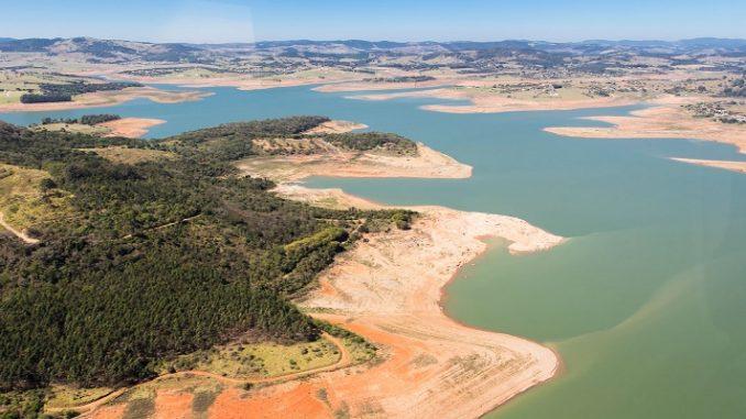 Crise hídrica já foi negada e gestão das águas pelo Governo é premiada. Essa é a realidade em São Paulo?