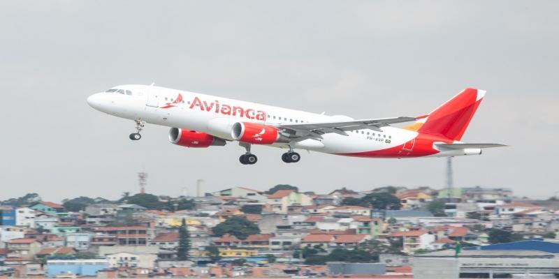 Avião da companhia aérea Avianca decola no Aeroporto Internacional São Paulo   Cumbica (GRU), em Guarulhos — Foto: Celso Tavares/G1