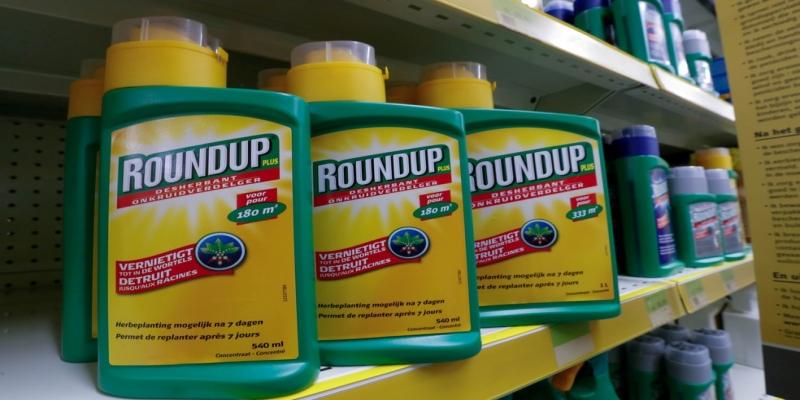 A Bayer, que comprou a Monsanto, enfrenta processos judiciais por conta do agrotóxico Roundup, à base de glifosato, acusado de causar câncer — Foto: Yves Herman/Reuters