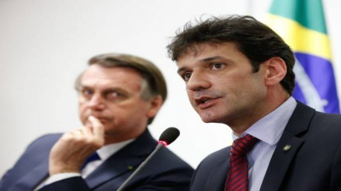 Bolsonaro nem sabe, diz Heleno sobre prisão de assessor de ministro
