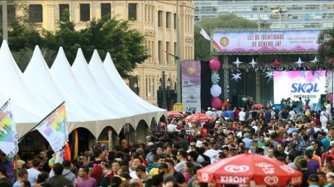 Burger King recebe currículos durante Feira Cultural LGBT, em SP