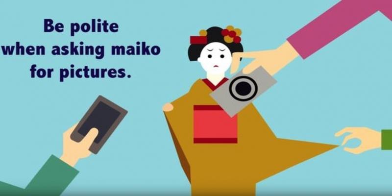 Campanha em 2017 já recomendava pedir autorização antes de fotografar aprendizes de gueixas — Foto: Reprodução/Kyoto Travel Guide