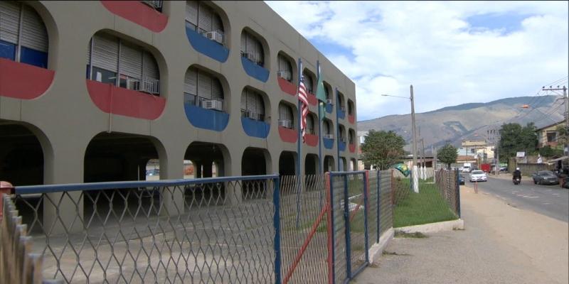 Ciep Carlos Drummond de Andrade Intercultural Brasil   Estados Unidos, em Nova Iguaçu — Foto: Reprodução/TV Globo