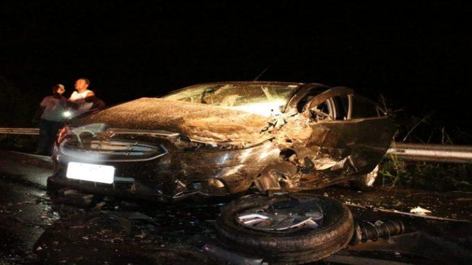 Colisão na BR 356 deixa policiais entre as vítimas e carros com as frentes destruídas