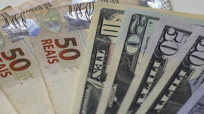 Dólar abre em alta nesta segunda feira