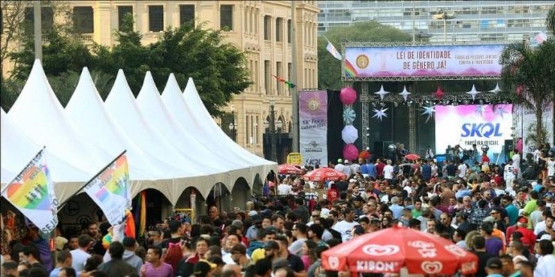 Feira LGBT realizada em São Paulo em edição anterior do evento — Foto: Reprodução/Twitter