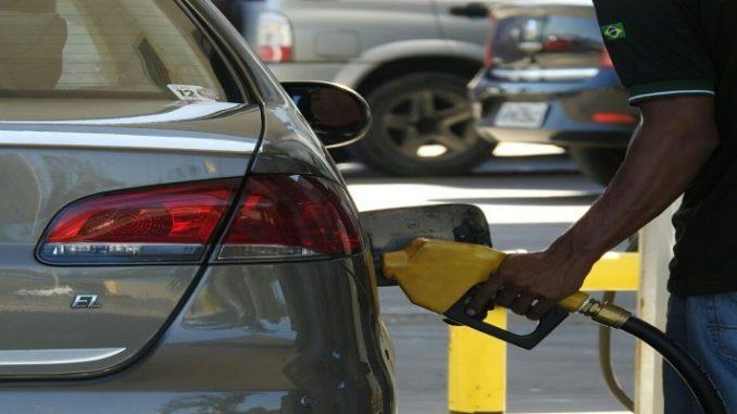 Gasolina e etanol recuam 0,8% nos postos na semana, diz ANP; diesel também cai
