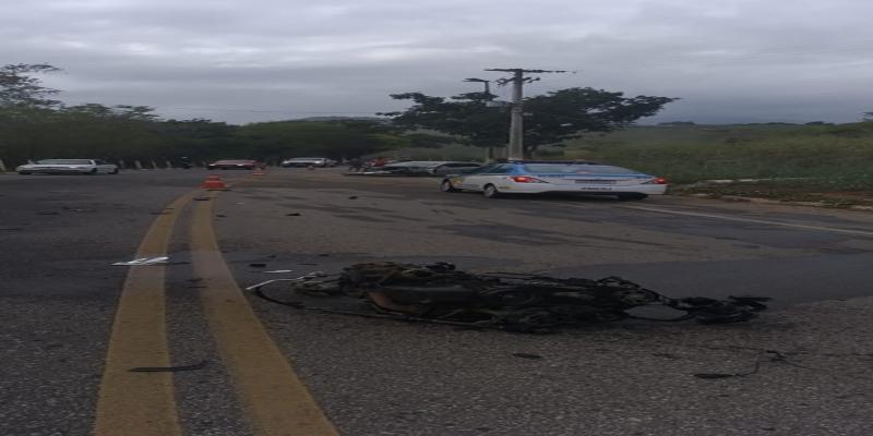 Motor foi parar no meio da rodovia em São Fidelis, no RJ  — Foto: BPRv/ Divulgação