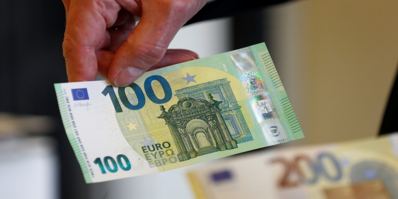 Nova nota de 100 euros — Foto: Yara Nardi/Reuters