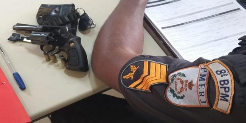 Segundo a PM, o homem confessou o crime e entregou a arma usada — Foto: Divulgação/PM
