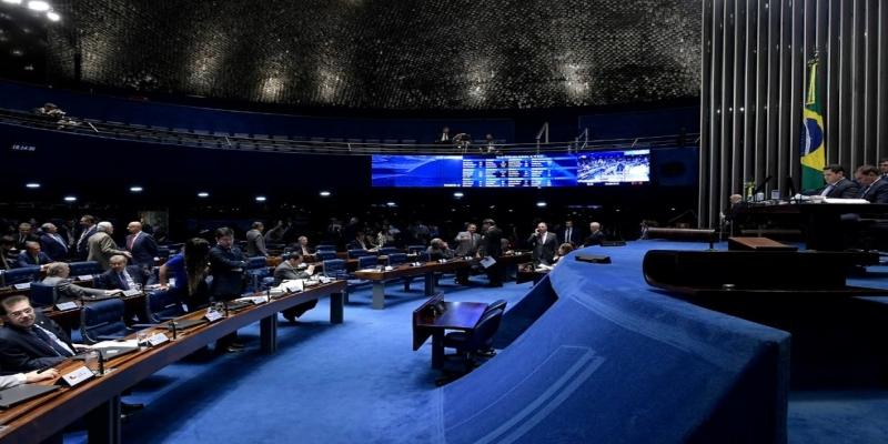 Senadores reunidos no plenário durante a sessão desta terça feira (4) — Foto: Waldemir Barreto/Agência Senado