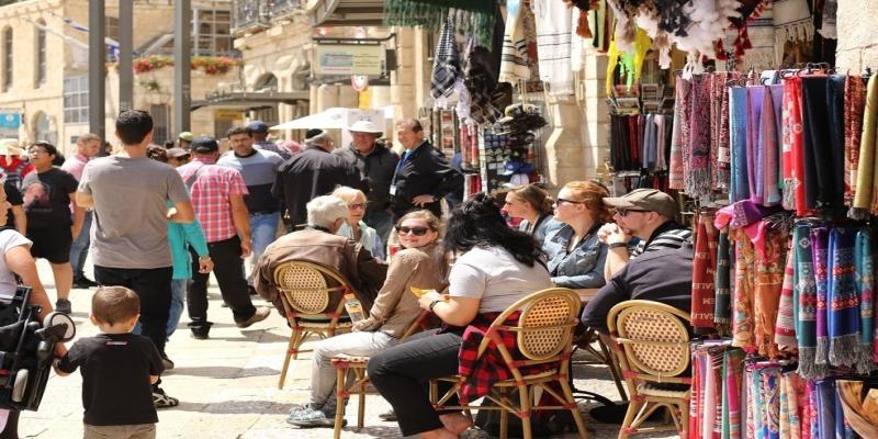 Turistas devem escolher bem o seguro viagem de acordo com o período fora. — Foto: Pixabay