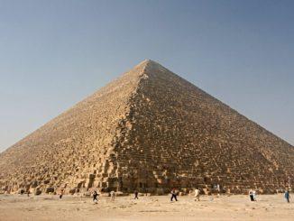 Americano é detido por tirar foto com nádegas de fora nas Pirâmides do Egito