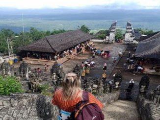 'Portão do Céu', em Bali, atrai turistas em busca de fotos falsas; entenda a estratégia dos guias locais