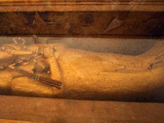 Sarcófago de ouro de Tutancâmon é restaurado pela primeira vez desde sua descoberta em 1922